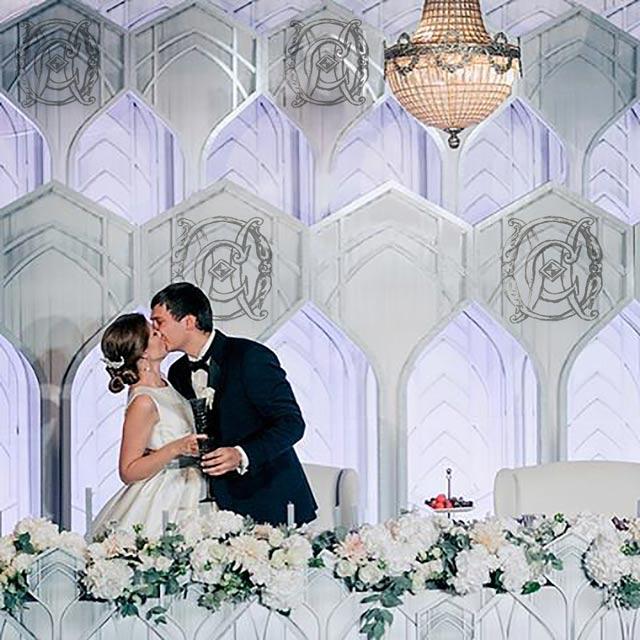 вензель из инициалов молодоженов декорации на свадьбу