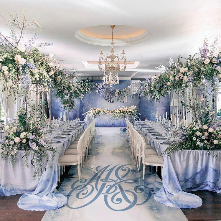 монограмма на свадьбу на полу оформление