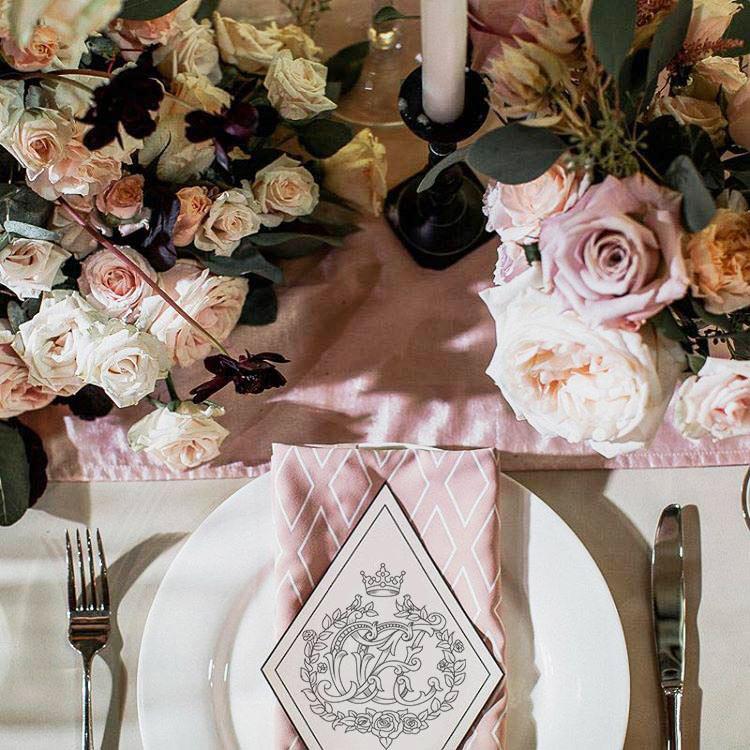 свадебная монограмма на пригласительных открытках