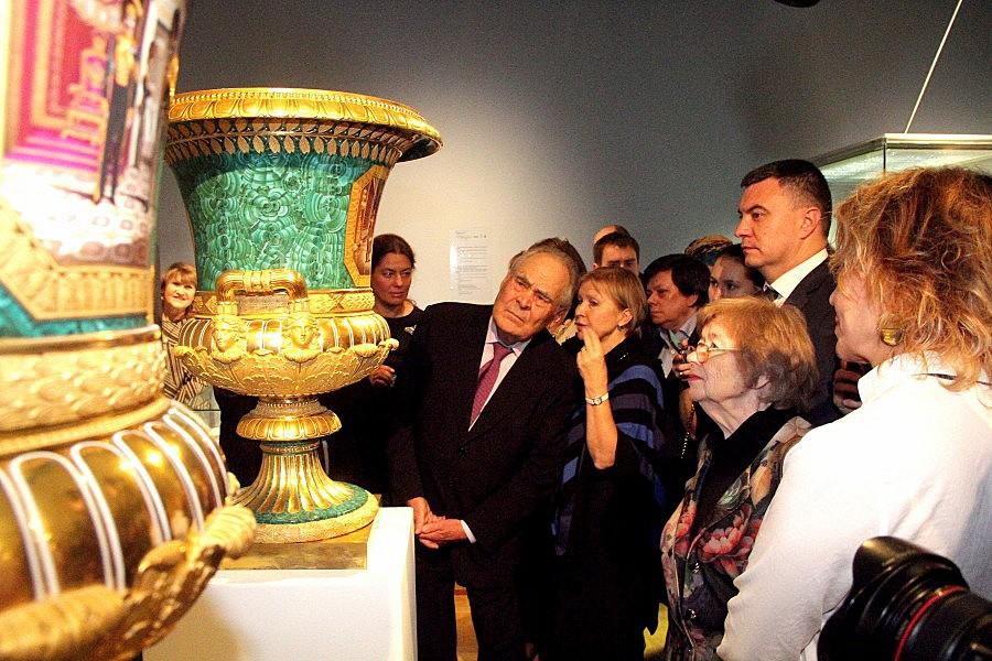 Выставка фарфора семьи Романовых в Эрмитаже Казани