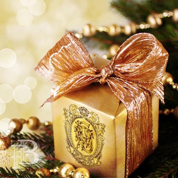 подарочная коробка с монограммой