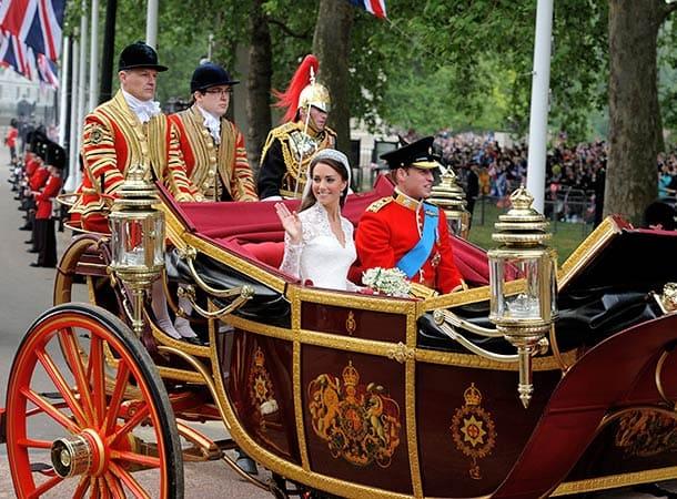 Свадебная церемония, герб на королевской карете