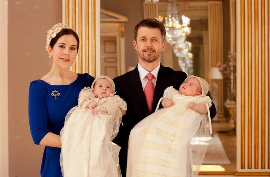 Двойняшки получили монограмму в подарок на свое десятилетие, королевская семья Дании