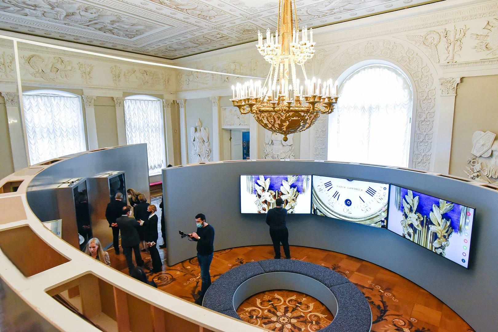 Геральдика в драгоценных украшениях на выставке в Эрмитаже, а также часовой бренд Cartier